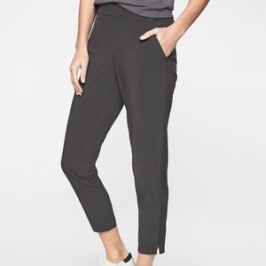 Athlete petite crop pants for travel in black